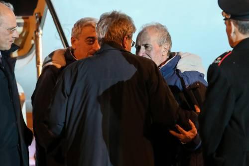 Gino Pollicardo e Filippo Calcagno accolti dal ministro Paolo Gentiloni all'aeroporto di Roma Ciampino