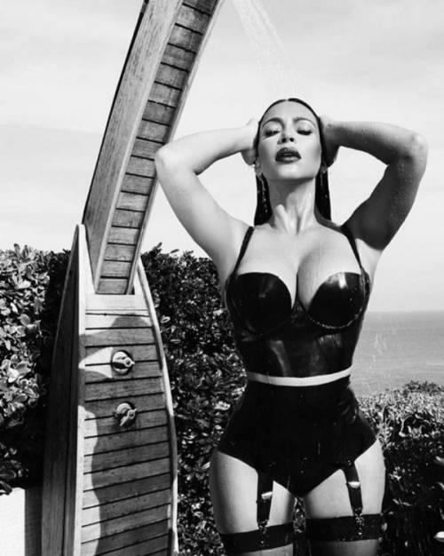 Kim Kardashian nuda su Instagram: foto 17