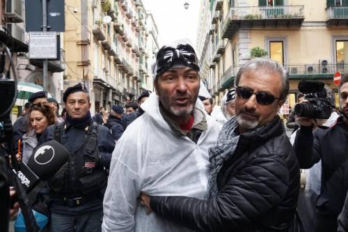 Le proteste alla convention di Bassolino 4