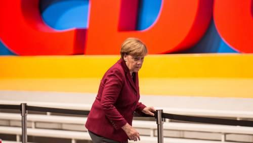 Tutti con il comico anti Erdogan. Una risata seppellisce la Merkel