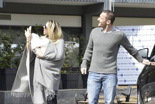 Francesco Totti e Ilary Blasi, primi scatti con la piccola Isabel: foto 5