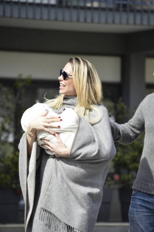 Francesco Totti e Ilary Blasi, primi scatti con la piccola Isabel: foto 7