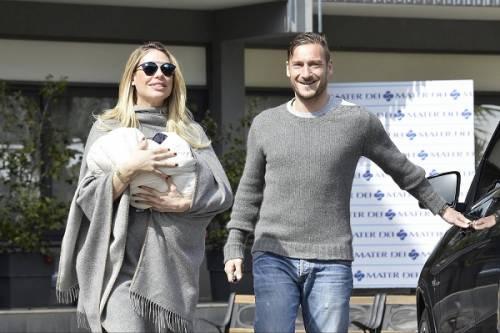 Francesco Totti e Ilary Blasi, primi scatti con la piccola Isabel: foto 6