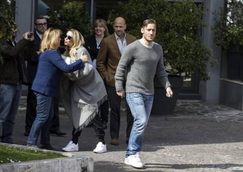Francesco Totti e Ilary Blasi, primi scatti con la piccola Isabel: foto 10