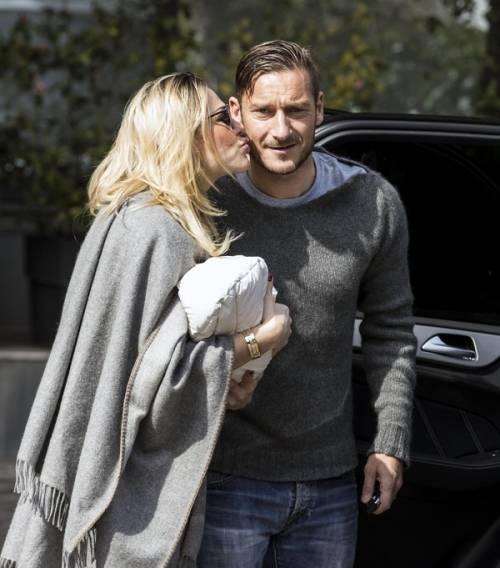 Francesco Totti e Ilary Blasi, primi scatti con la piccola Isabel: foto 2