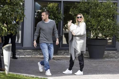 Francesco Totti e Ilary Blasi, primi scatti con la piccola Isabel: foto 12