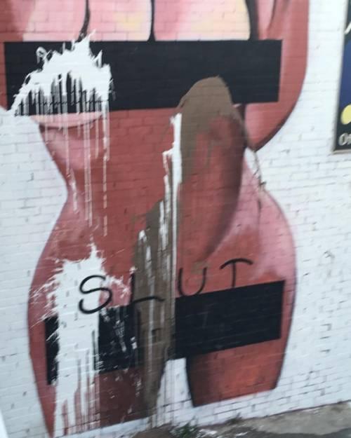 Kim Kardashian, il selfie nudo diventa un murales: foto 3