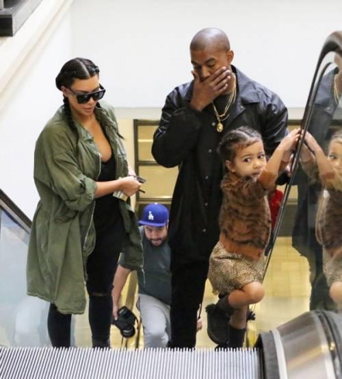 Kim Kardashian, il selfie nudo diventa un murales: foto 11