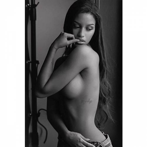 Fanny Neguesha in topless su Instagram: foto 4