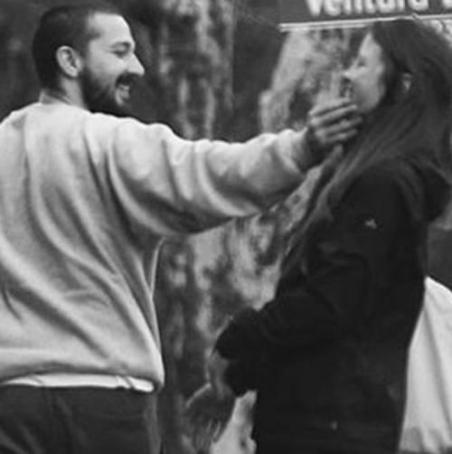Shia LaBeouf e la sua futura sposa Mia Goth 8