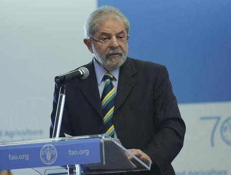 """Lula vuol sfuggire al carcere: """"L'Italia mi dia asilo politico"""""""