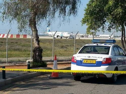 Dirottato volo EgyptAir: in ostaggio 4 stranieri 6