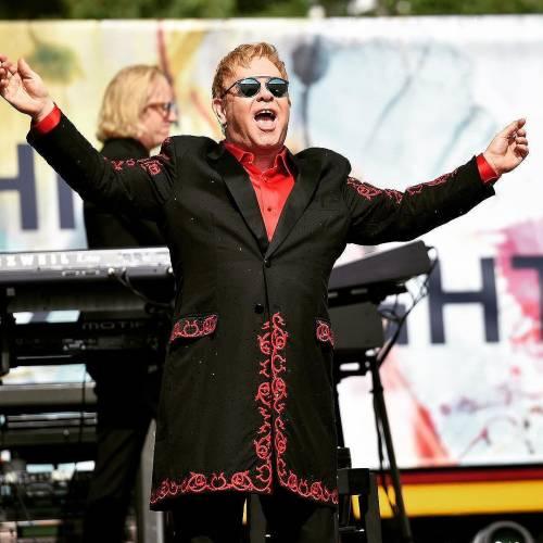 Elton John si difende dalle accuse di molestia 1