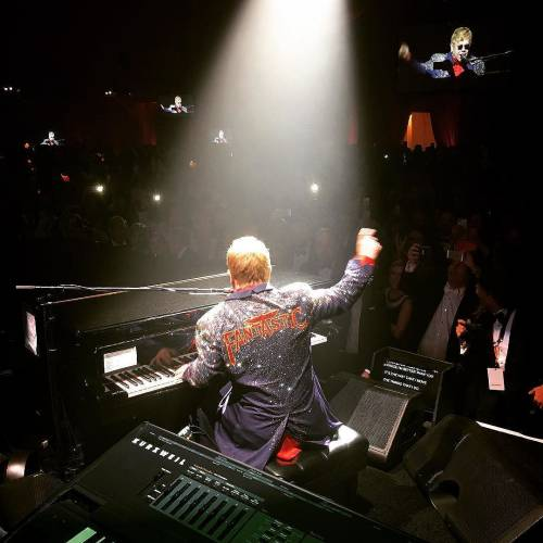Elton John si difende dalle accuse di molestia 5