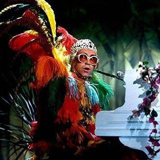 Elton John si difende dalle accuse di molestia 11