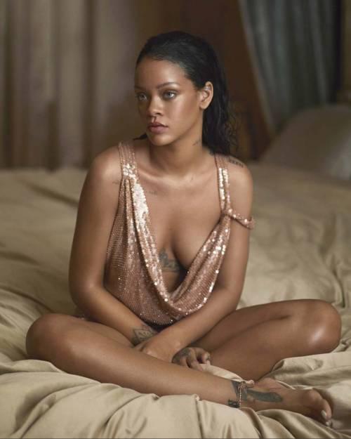 Rihanna nuda per un video, foto 11