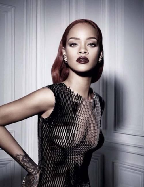 Rihanna nuda per un video, foto 17