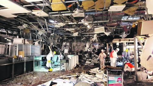 La devastazione a Zaventem dopo l'attentato jihadista 6
