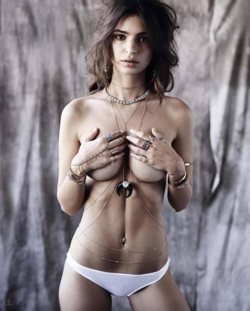 Emily Ratajkowski e Kim Kardashian in topless 14
