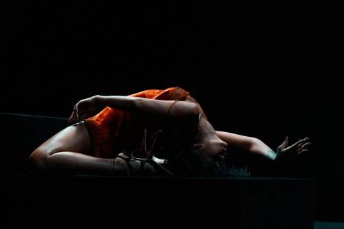 """Rihanna semi-nuda nel video """"Kiss it better"""": foto 6"""