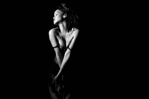 """Rihanna semi-nuda nel video """"Kiss it better"""": foto 9"""