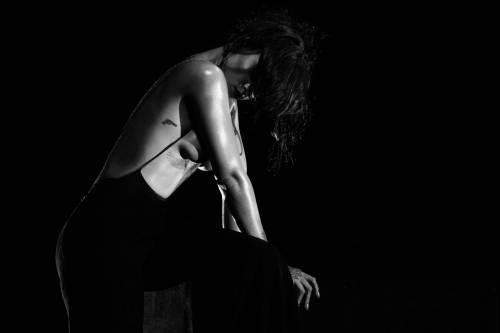 """Rihanna semi-nuda nel video """"Kiss it better"""": foto 12"""