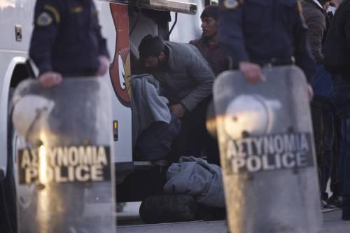 Grecia, le prime espulsioni di immigrati in Turchia 9