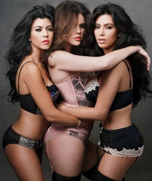 Kourtney Kardashian, bikini leopardato da urlo: foto 7