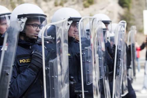 """Brennero, Vienna alza il muro: """"Sarà la Lampedusa del Nord"""""""