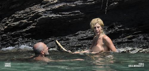 Isola dei Famosi 2016, momenti hot 34