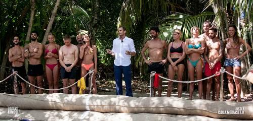 Isola dei Famosi 2016, momenti hot 41
