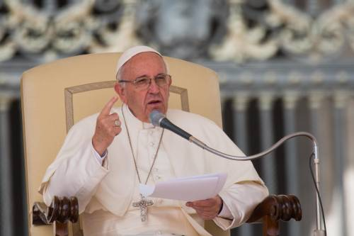 """Il Papa chiede scusa ai migranti: """"Perdonate la nostra chiusura"""""""