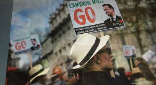 """Proteste contro Cameron: """"Dimettiti per Panama Papers"""""""