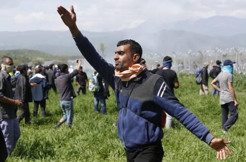 Migranti, scontri e feriti a Idomeni 3
