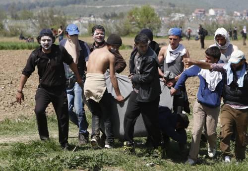 Migranti, scontri e feriti a Idomeni 6