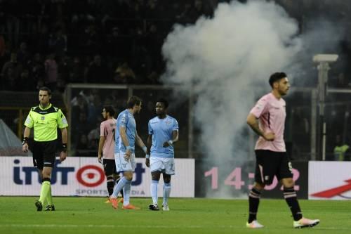 Alta tensione al Barbera: Palermo-Lazio sospesa più volte 4
