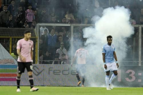 Alta tensione al Barbera: Palermo-Lazio sospesa più volte 3