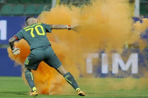 Alta tensione al Barbera: Palermo-Lazio sospesa più volte 5