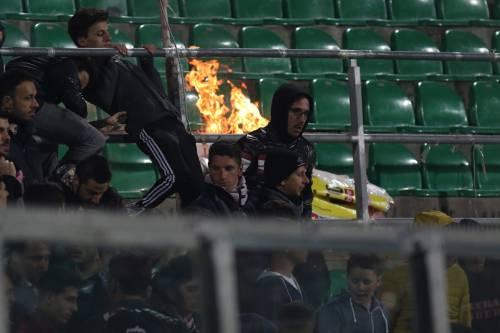 Alta tensione al Barbera: Palermo-Lazio sospesa più volte 8