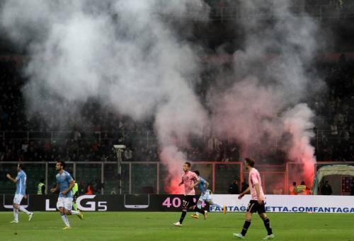 Alta tensione al Barbera: Palermo-Lazio sospesa più volte 10