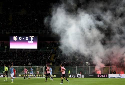 Alta tensione al Barbera: Palermo-Lazio sospesa più volte 9