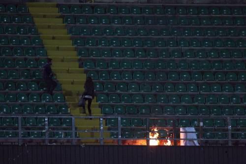 Alta tensione al Barbera: Palermo-Lazio sospesa più volte 14