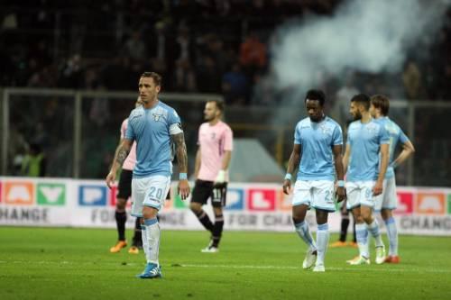 Alta tensione al Barbera: Palermo-Lazio sospesa più volte 15