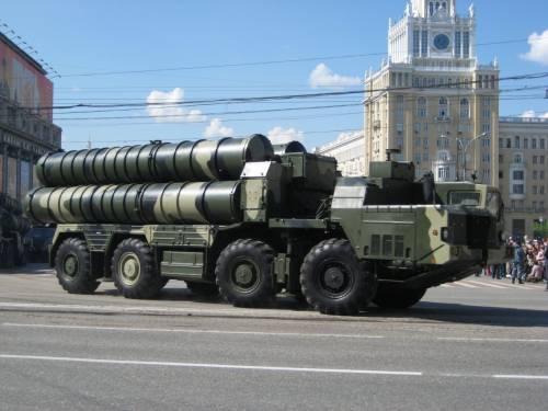 L'Iran pronto ad armarsi con i sistemi aerei S-300 russi