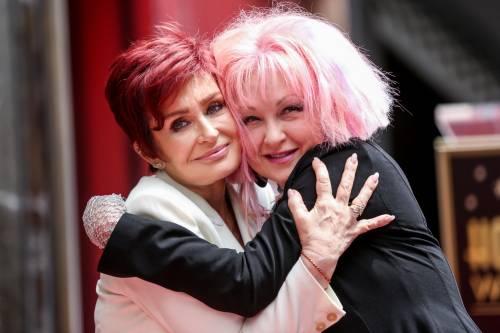 Cyndi lauper premiata con una stella sulla Walk of Fame 6