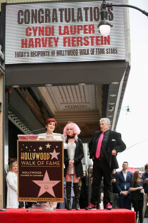 Cyndi lauper premiata con una stella sulla Walk of Fame 11