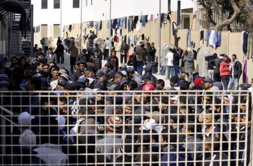 Messina, migranti distruggono il Cara E li portano in hotel di lusso