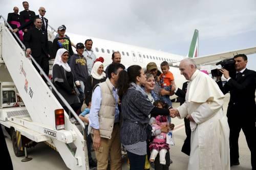 """""""Papa Francesco ci ha delusi"""" Il dolore dei migranti cristiani"""
