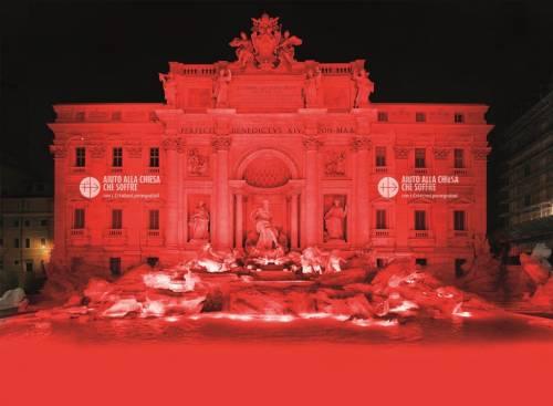 Fontana di Trevi tinta di rosso a favore dei cristiani perseguitati