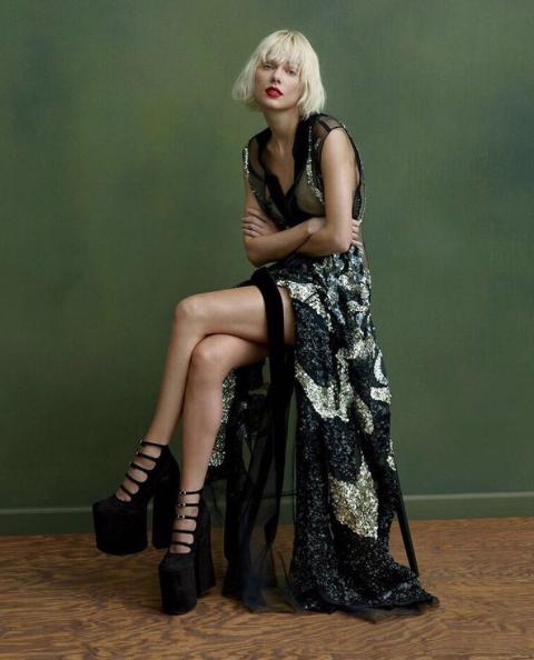 Taylor Swift biondo platino: foto 9